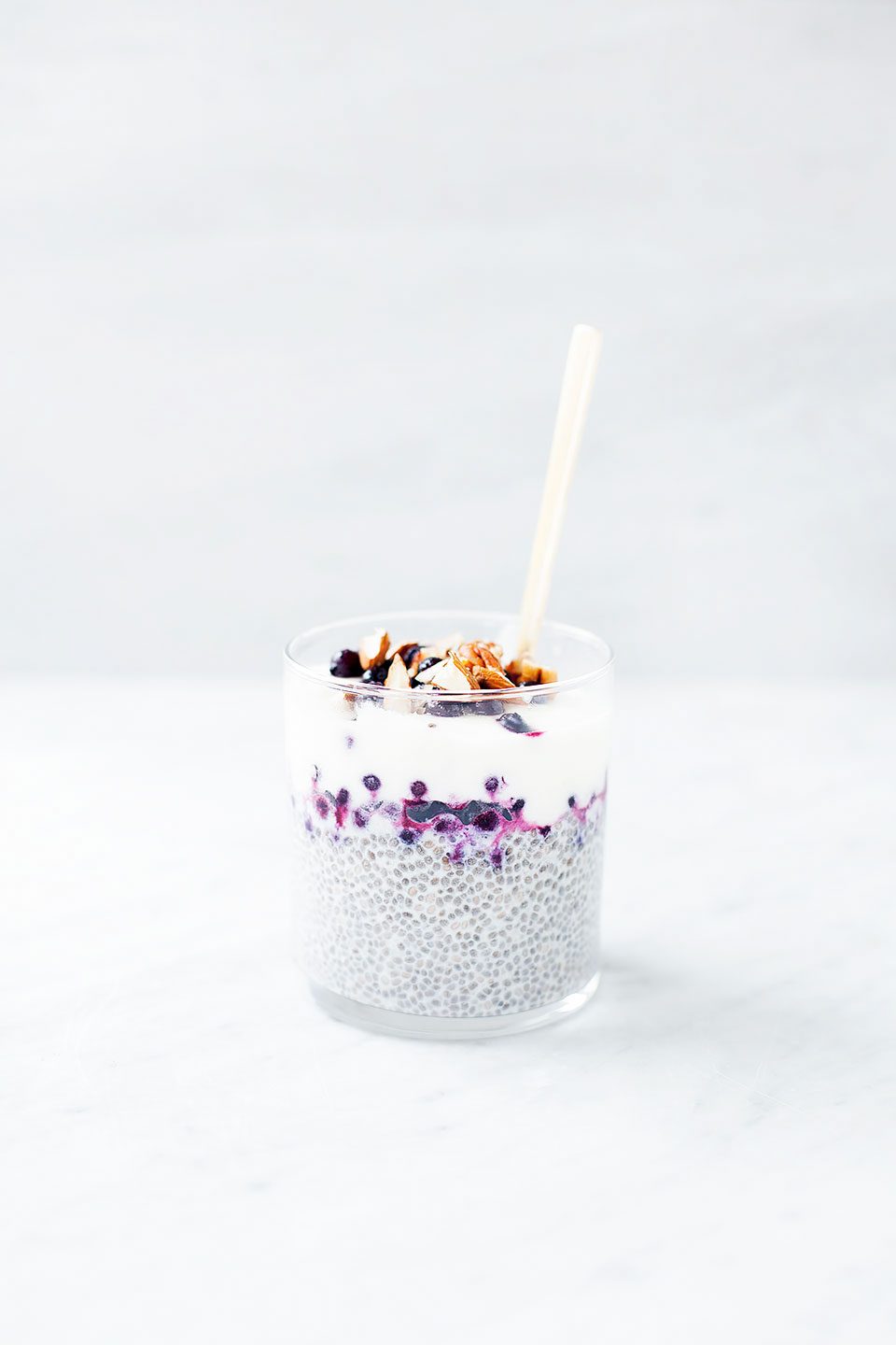 BLUEBERRY PIE CHIA PUDDING | Easy, healthy prep-ahead breakfast.| Vegan, paleo, dairy-free, and gluten-free. | LOVELEAF CO. #chiapudding #chiaseeds #chia #blueberry #blueberrypie #dairyfree #paleo #easybreakfast #paleobreakfast #chiaseedpudding