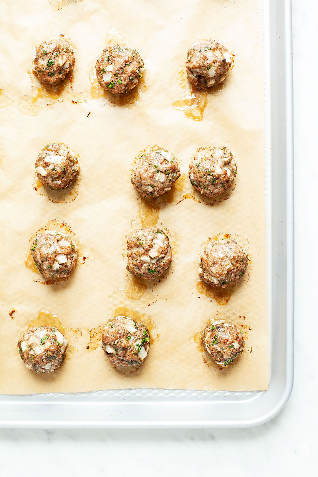 Easy baked turkey zucchini meatballs; a clean, healthy protein that's gluten-free and paleo. Perfect for pairing with pesto zoodles or bánh mì bowls. | LOVELEAF CO. NUTRITION #baked #meatballs #turkey #healthy #protein #salad #bowl #easy #lunch #dinner #zucchini