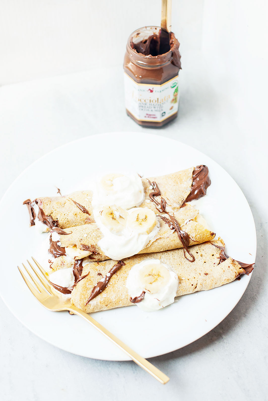 GLUTEN-FREE CREPES | The easiest gluten-free crepe recipe! Made with just a few simple pantry ingredients, like gluten-free oats, eggs, dairy-free milk, and coconut oil. Perfect for breakfast or dessert. | LOVELEAF CO. #crepes #glutenfree #dairyfree #glutenfreecrepes #breakfast #easyrecipe #dessert #oats #easy