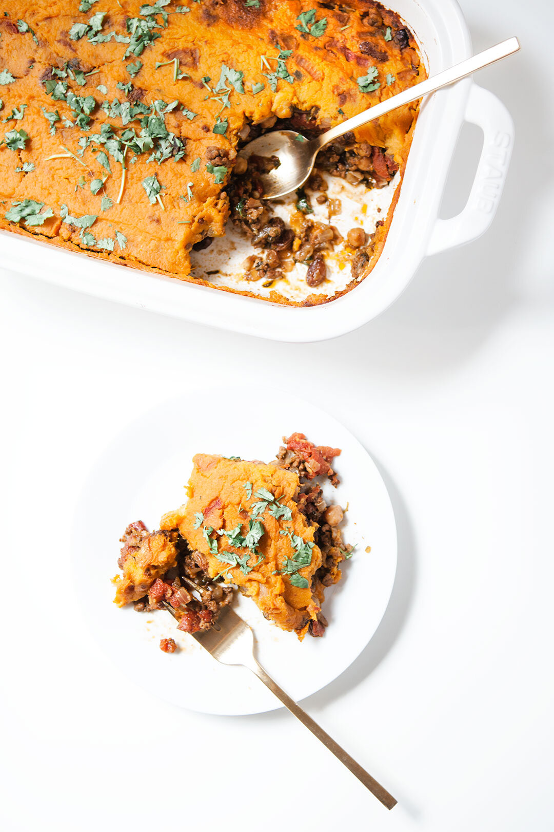MOROCCAN SHEPHERD'S PIE with SWEET POTATO | A healthy Moroccan shepherd's pie with a creamy sweet potato mash, two ways: vegan with chickpeas or non-vegan with lamb or beef. Both full of flavor, gluten-free, dairy-free, and paleo. | LOVELEAF CO. #shepherdspie #paleo #shepherdspierecipe #easy #glutenfree #sweetpotato #moroccan