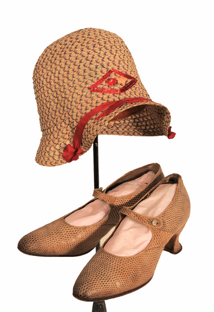 1920s cloche hat and shoes.jpeg