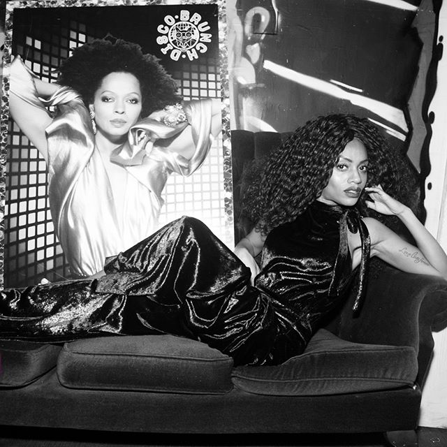Diana Ross meets our Diana Wrong 🖤 #AdultsOnly  #DiscoBrunch . . . . #Disco #DiscoMusic #Funk #funkmusic #80s #80smusic #80sparty #soulfulmusic #housemusic #nudisco #nudiscohouse #blinddate #housemusic #discoball #discoset #discodj #discolondon #soulmusic #oldskoolmusic #musicevent #dayparty #bottemlesscocktails #londonbrunch #brunch #bottomlessbrunch