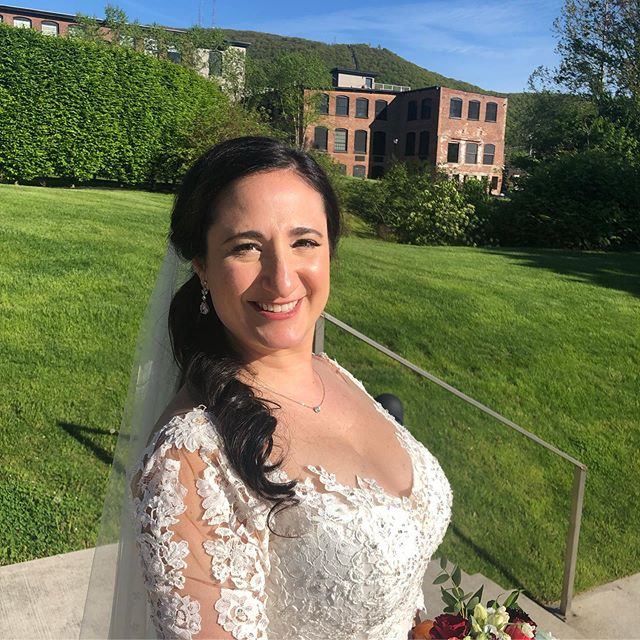 ✨My gorgeous friend is MARRIED ✨ @lisa_mayer13 What an amazing day from the morning getting you ready to the best weather, venue, food, music and family! Honored to do your Makeup & hair on your big day! 🌸