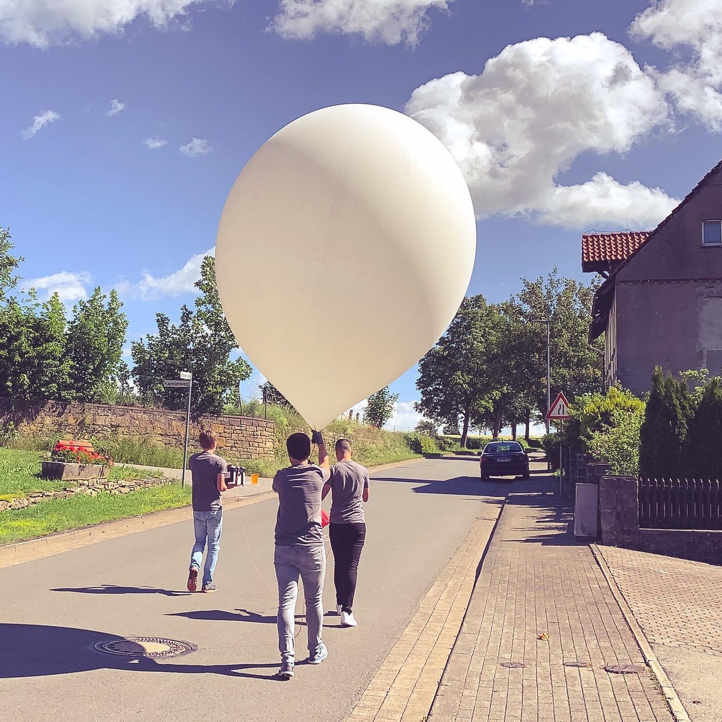 The balloon, ready to take off