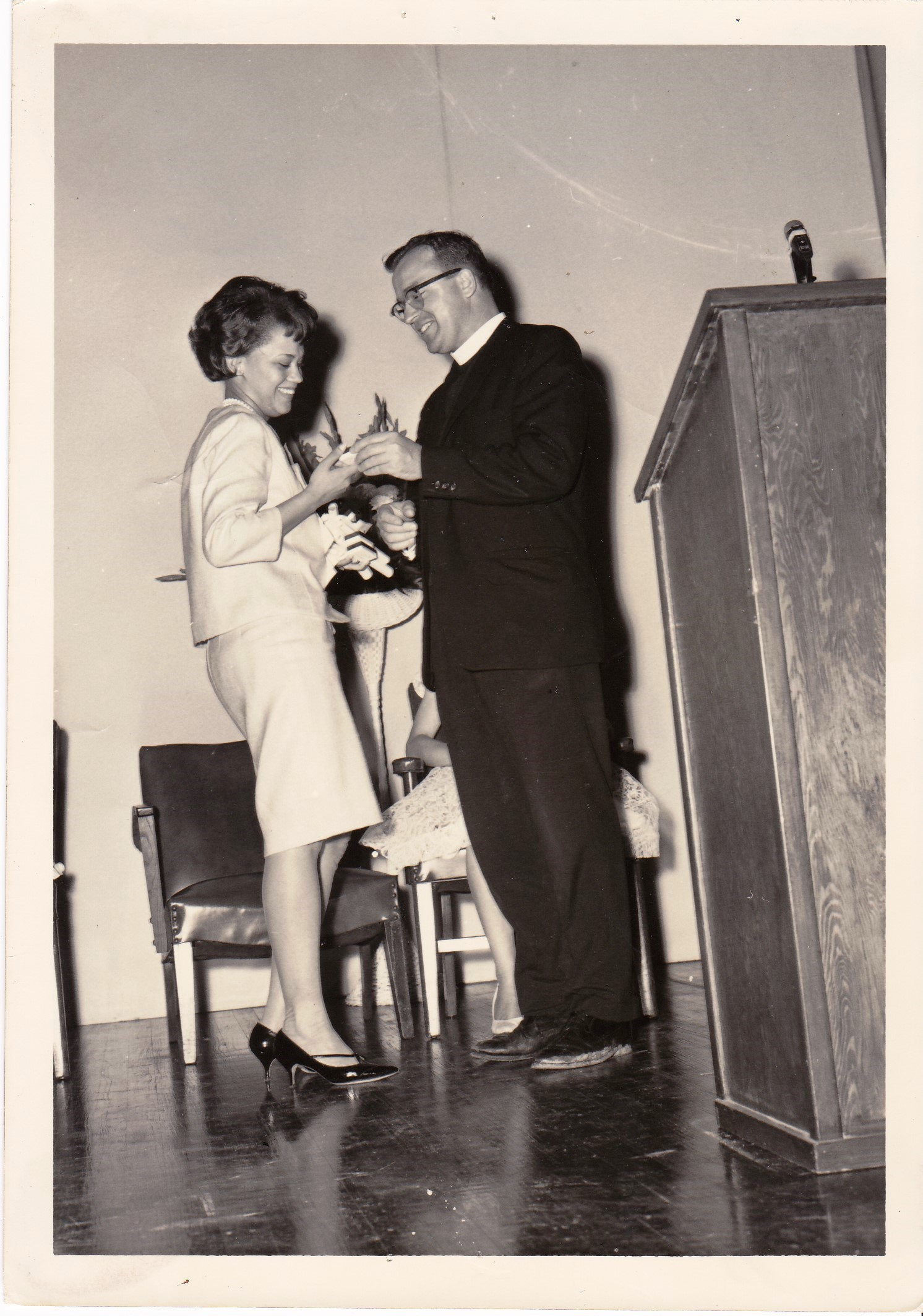 '66 Leatrice Frilot and Father Timothy Gibbons