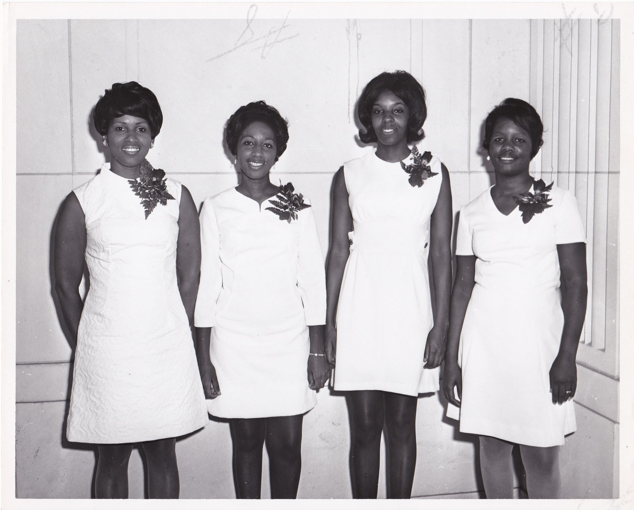 '70 Mildred Simpson, Beverly Keiffer, Joycelyn Cooper, Student