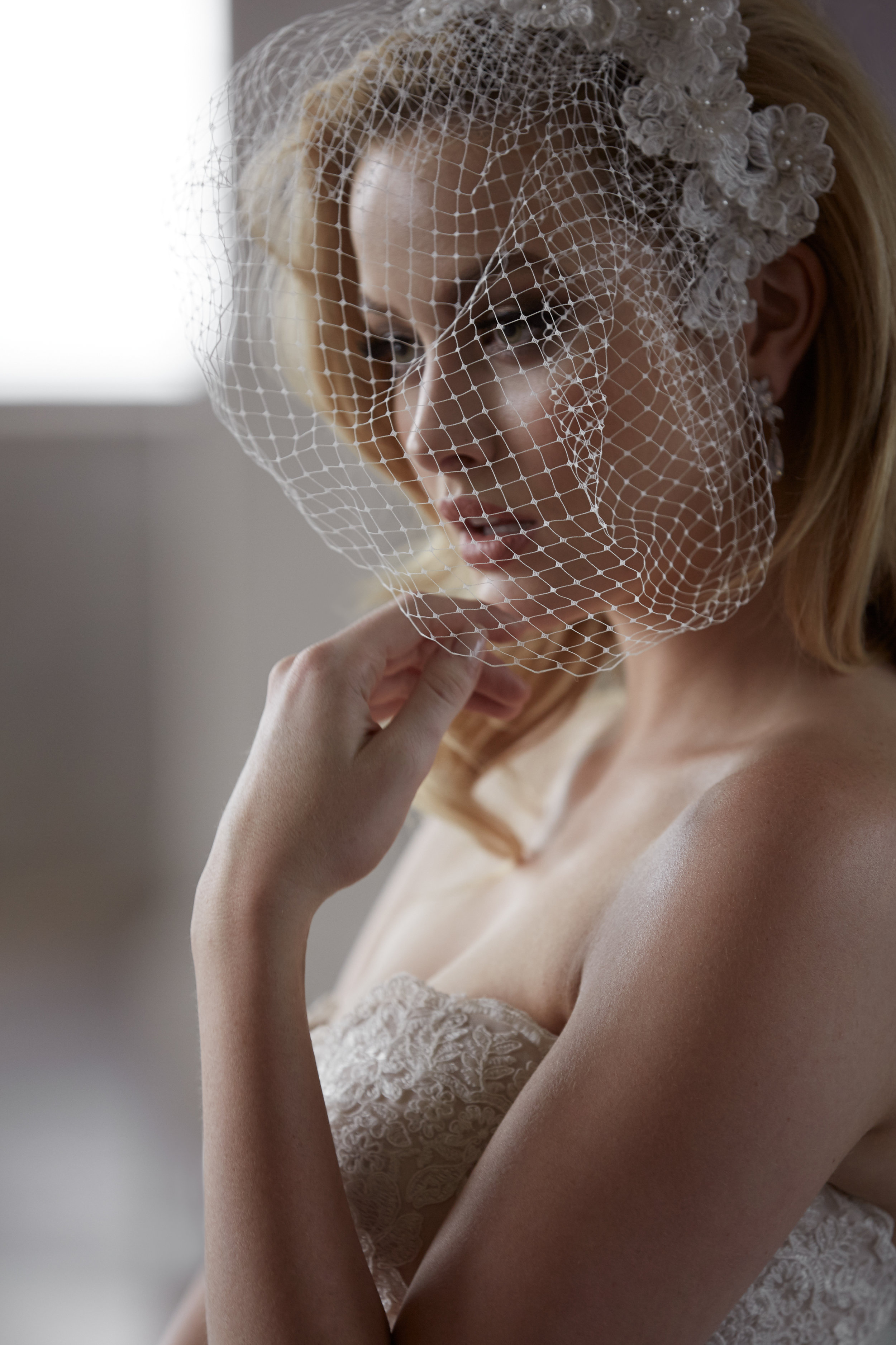 Express your individual style with our exclusive headpieces, veils & birdcages.