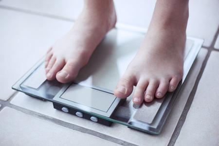 59035189_S_scale_feet_obesity.jpg
