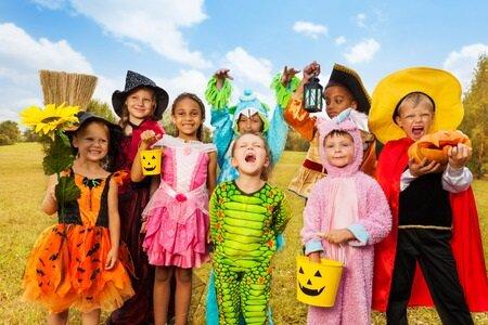 31135675_S_Halloween_Children_Costumes_Pumpkin_Smiling_.jpg