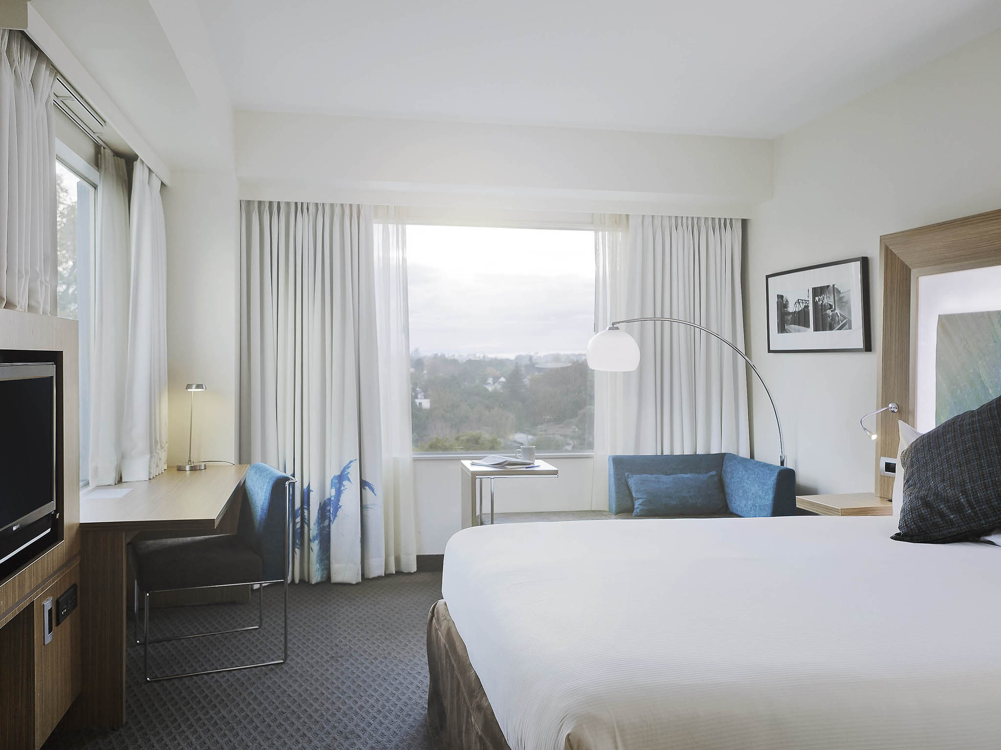 Hotel Novotel Hamilton Tainui - Superior King or Superior Twin (2x double beds)$195 room only $220 inc 1 x breakfast$245 inc 2 x breakfastMake yourself at home in 4-star comfort at Novotel Hamilton Tainui hotel in the city centre. Start your day fresh with breakfast from the buffet in the light-filled restaurant or on the terrace adjacent to the Waikato River. Contemporary decor and natural light will make your room a haven whether you're working or holidaying at Novotel.