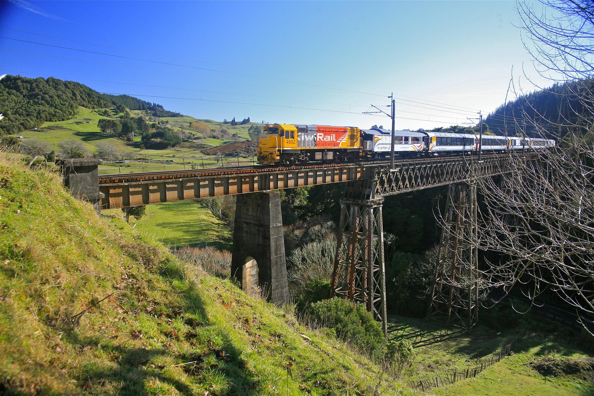 Northern Explorer, vintage rail bridge Te Kuiti high res.JPG