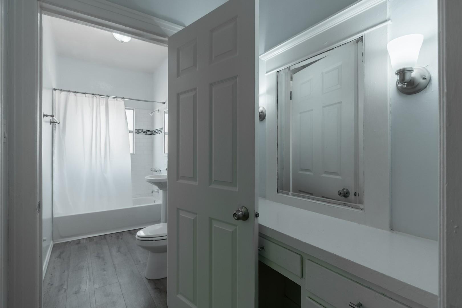 203 bath.jpg