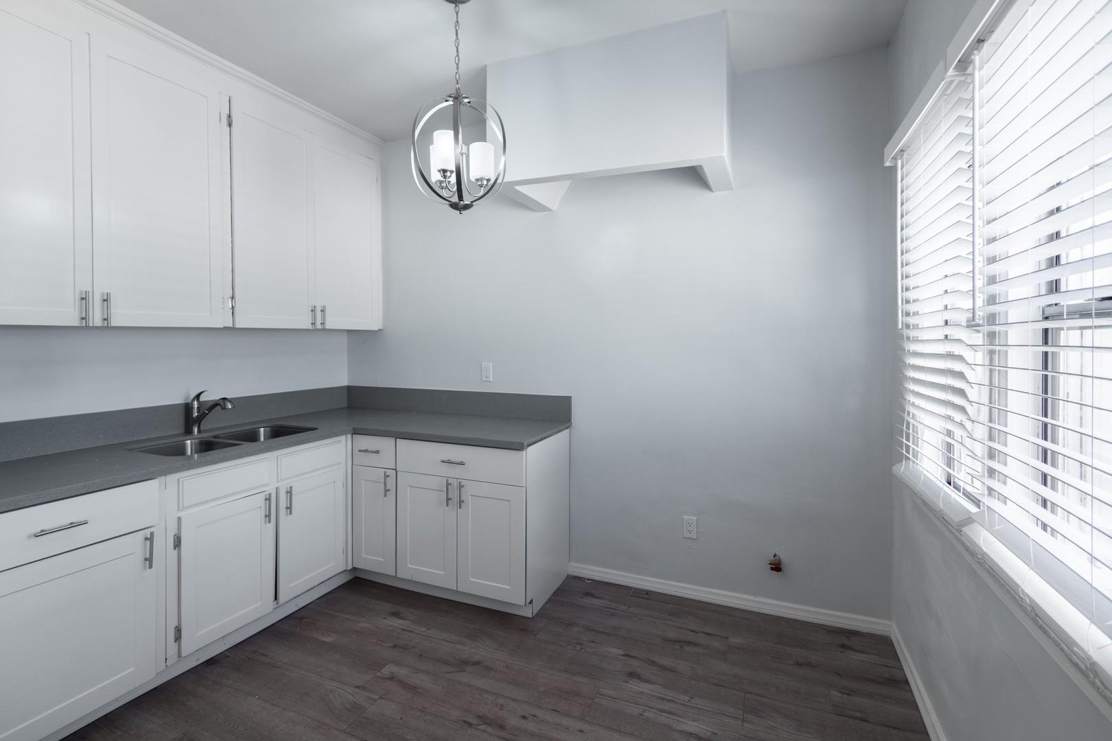 203 kitchen.jpg