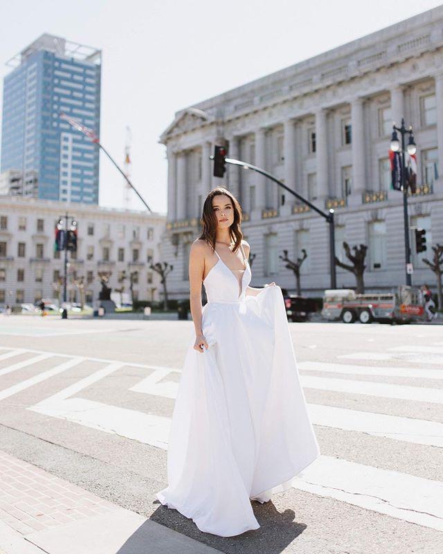 Happy Monday loves! Gloomy clouds in SF today is making us miss this beautiful sunny day back in March🌞💛 . . . . . .  #zinare #bridal #weddingdress #whiteweddingdress #elopement#bride #ruffledblog #weddingblog #greenweddingshoes #engaged #bride #modernbride #engaged💍 #weddingchicks #100layercake #stylemepretty #theknotpro #bayareabrides #cityhallsf #cityhallwedding #weddingphotography #fittedweddingdress #downtownsanfrancisco #weddinginspo #astergown #bridalinspo #bridaltrend2019 #whitedress