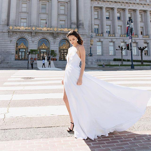 Florence gown giving us all the summer feels🌞✨ . 📸: @sarahchingphotography . . . . .  #zinare #bridal #weddingdress #whiteweddingdress #elopement#bride #ruffledblog #weddingblog #greenweddingshoes #engaged #bride #modernbride #engaged💍 #weddingchicks #100layercake #stylemepretty #theknotpro #bayareabrides #cityhallsf #cityhallwedding #weddingphotography #fittedweddingdress #downtownsanfrancisco #weddinginspo #astergown #bridalinspo #bridaltrend2019 #whitedress