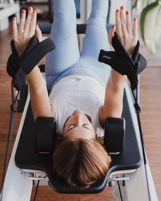 Breathe, Stretch, Shake, it's all happening at once 😏 see you tonight #PageOnePilates . . . . . . #pilatesreformer #pilatesbody #pilateslovers #reformerpilates #pilates #doingthings #aloyoga #pilatesinstructor #core #abs #health #healthy #fitness #fitgirls #fitnessmotivation #pilateseverydamnday