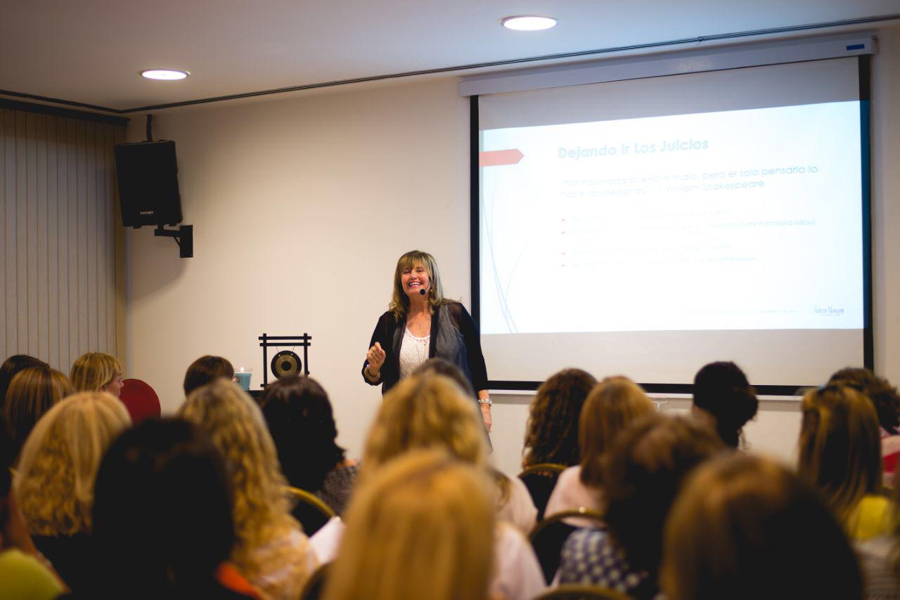 Clara's presenting a Workshop - Argentina.png
