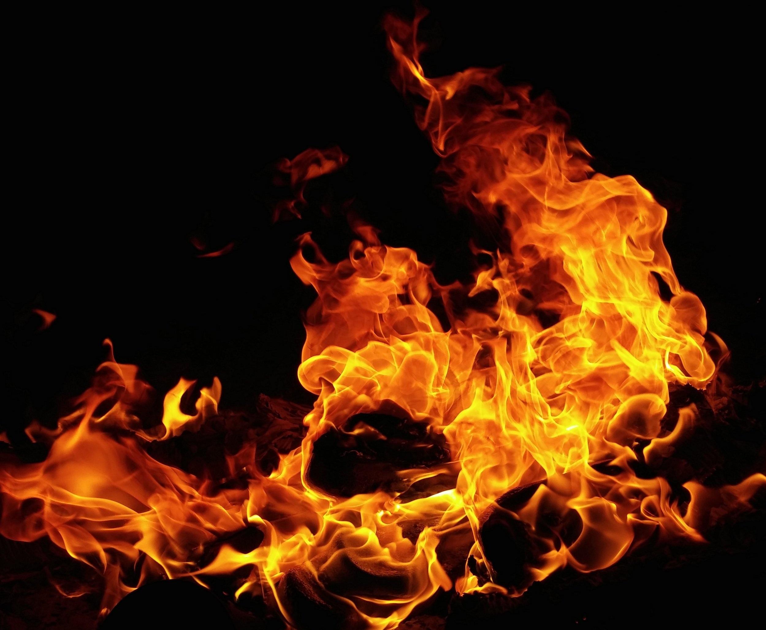 blaze-bonfire-burn-672636.jpg
