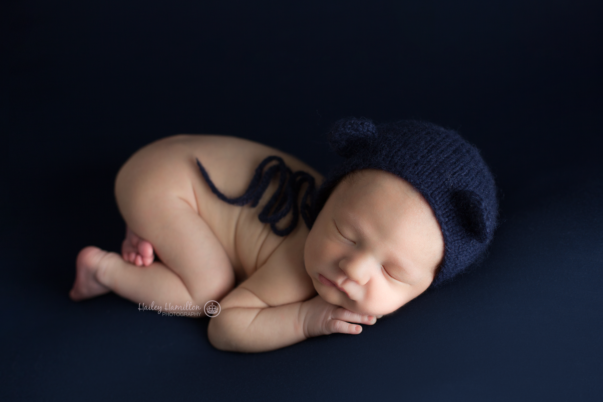 Hailey-Hamilton-Photography-newborn-photo-studio-tushie-up-pose.png
