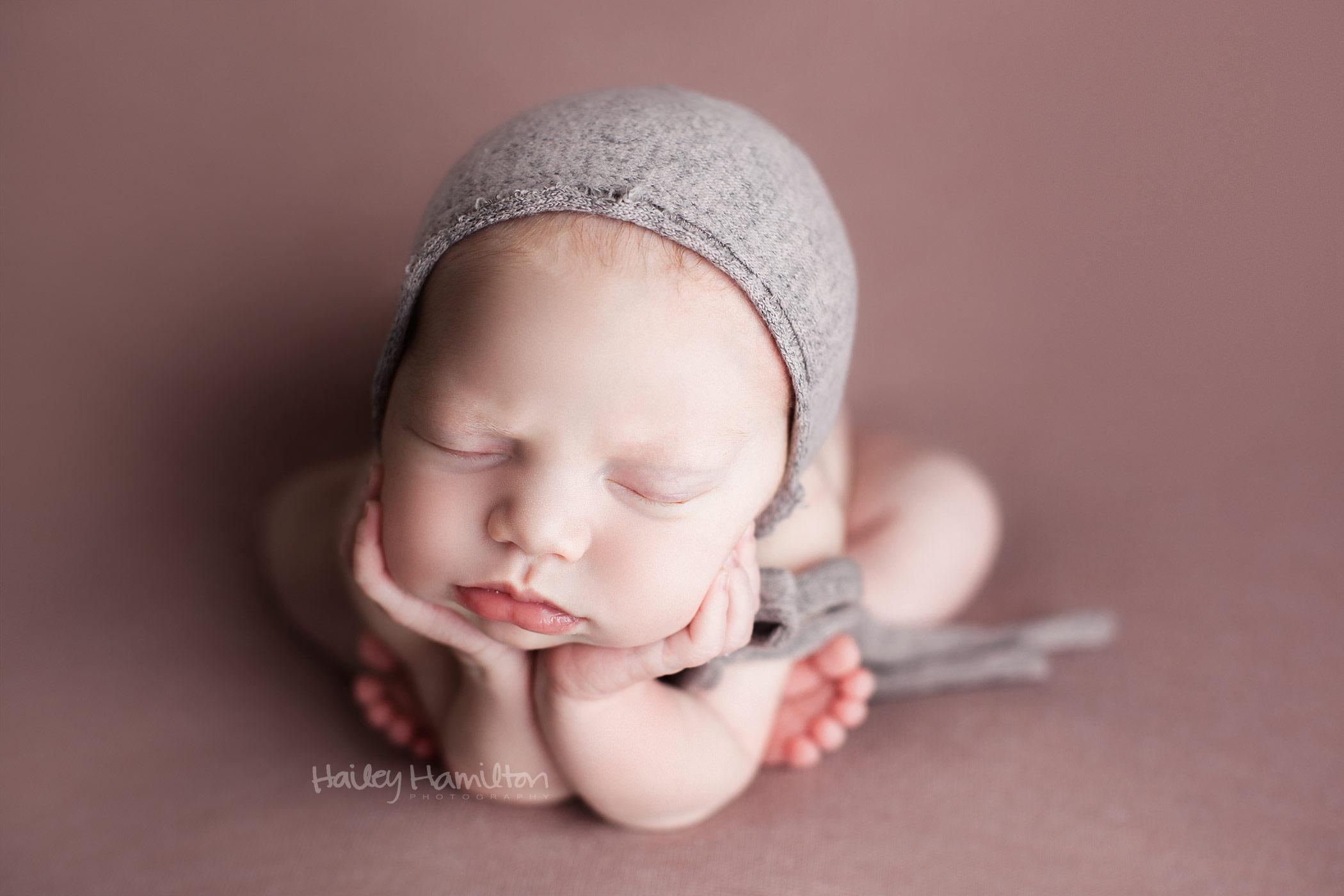 Newborn-photography-Calgary-newborn-photographer-baby-pictures-studio-2.jpg