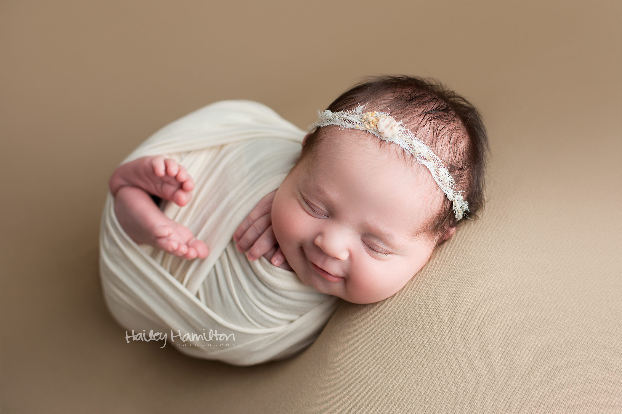 newborn-photography-Calgary-newborn-photographer-baby-portrait-studio.jpg