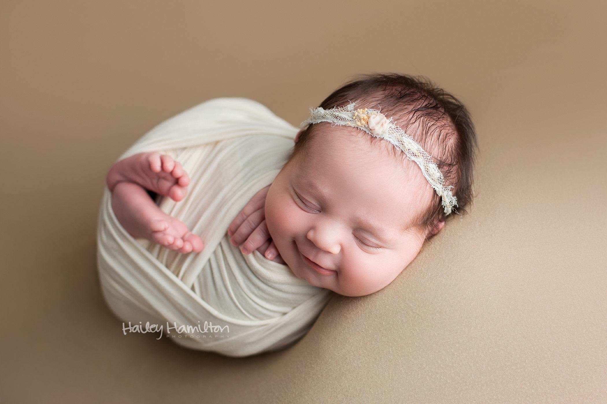 newborn-photography-Calgary-newborn-photographer-baby-portrait-studio.jpg