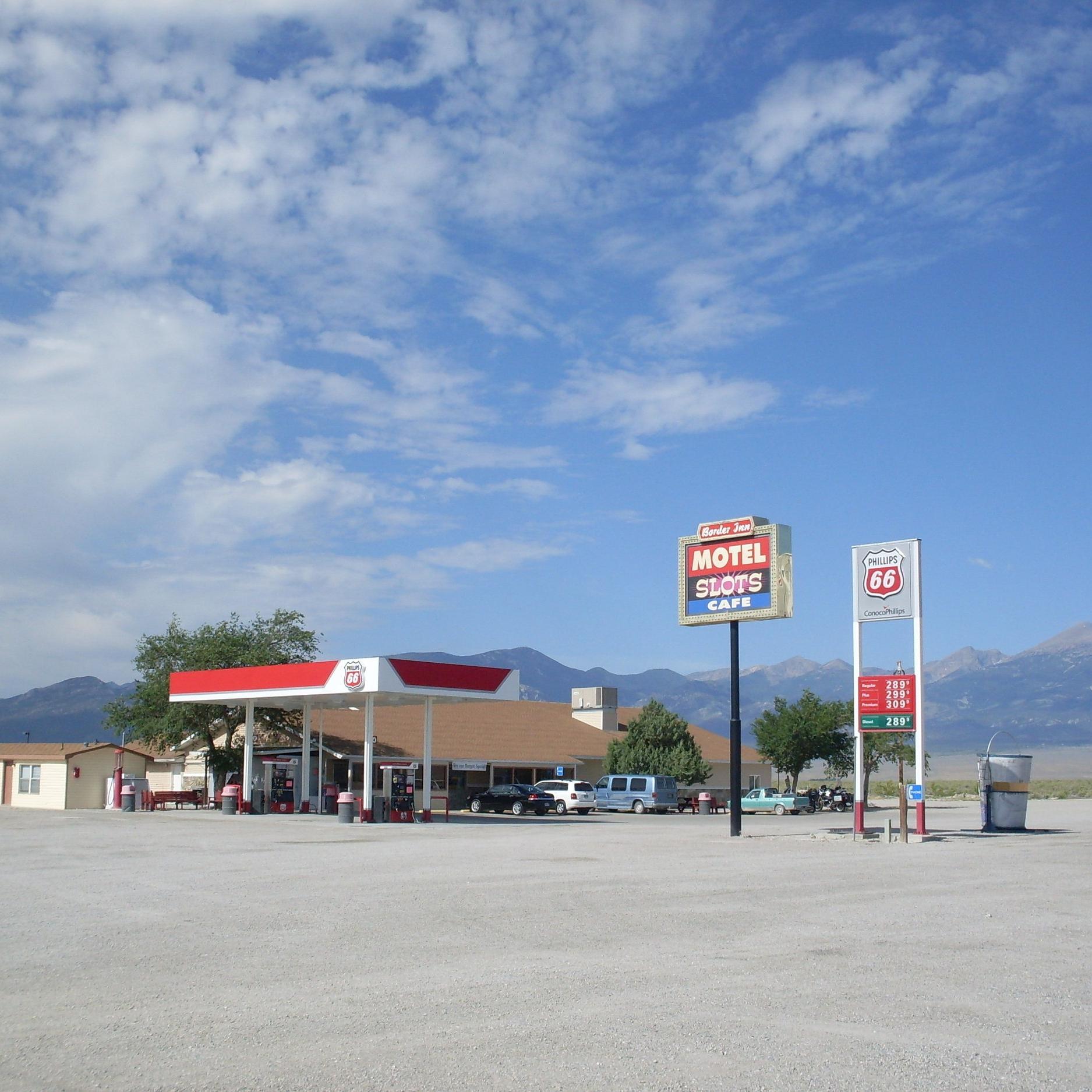 Restaurant & barconvenience store - Border inn casino