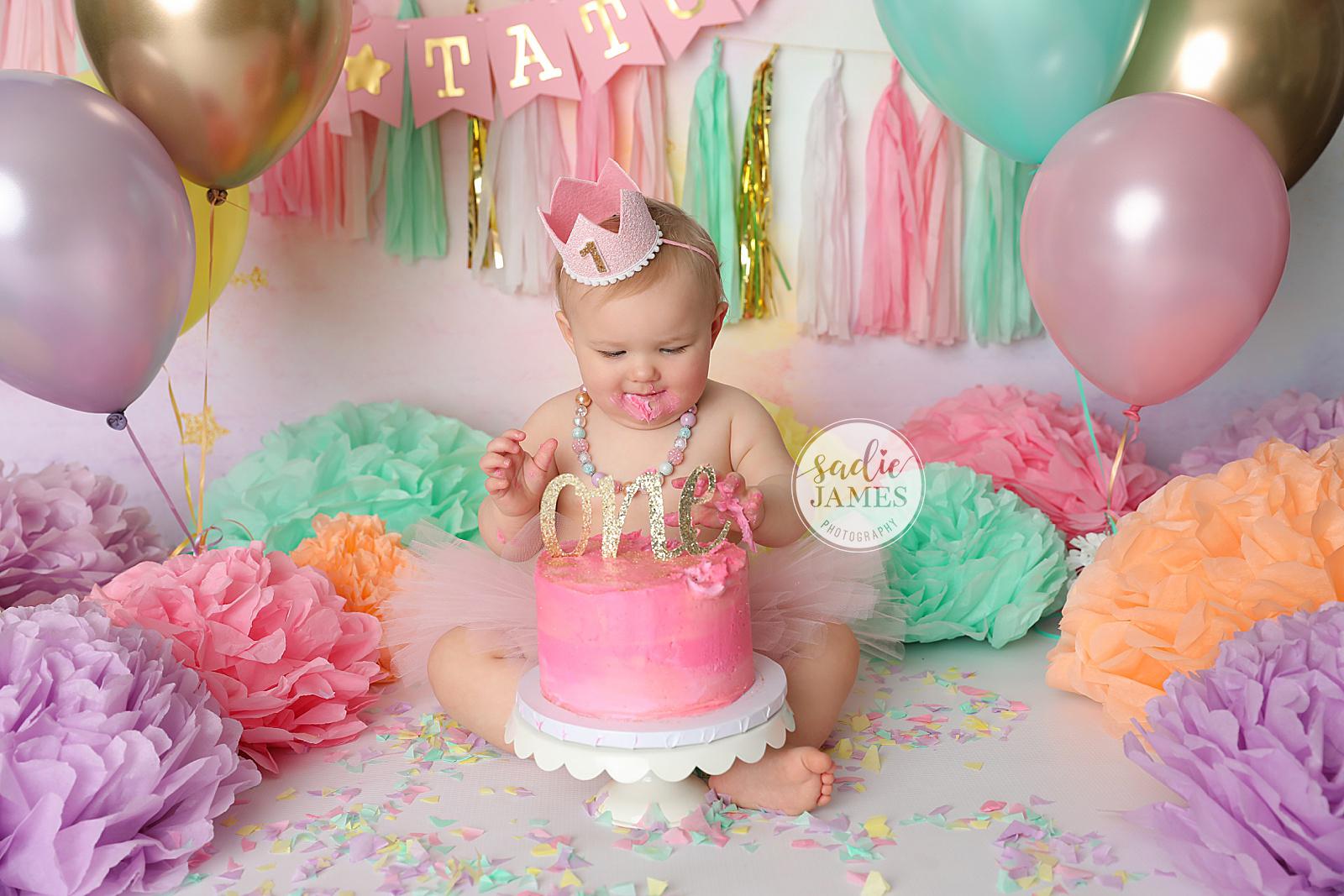 Sadie James Photography | CA cake smash photographer | Orange County CA cake smash photographer | Orange County cake smash photographer | California cake smash photographer | California cake smash photographer | first birthday, birthday cake, cake smash, cake photos, birthday