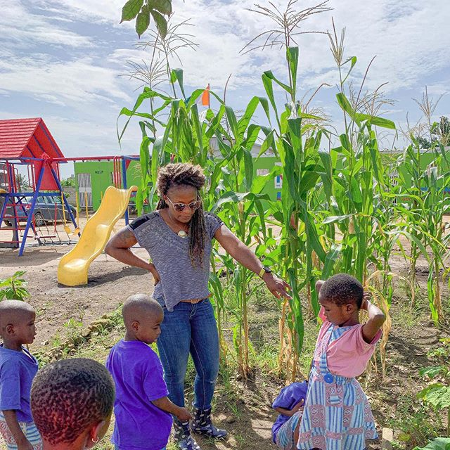 🌱 Happy Friday 🌿 To end your work week, here's a pic of our garden! The kids were so excited to show our Founder Evelyne their hard work 💪
