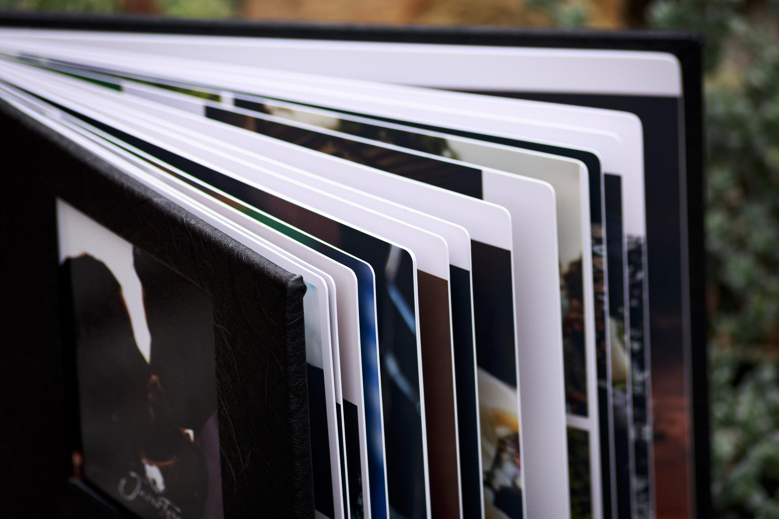 PhotoBooks e impresos - Si quieres realizar impresos con nosotros, con mucho gusto te informaremos de los diferentes productos que te podemos ofrecer y sus costos. Ponte en contacto nos nosotros y cuéntanos que necesitas.Algunos productos:Impresiones en papel fotográfico tamaños 10x15 cm, 13x18 cm, 20x30 cm.PhotoBooks tipo revista de hasta 40 páginas.PhotoBooks de Lujo desde 15x20 cm hasta 30x30 cm