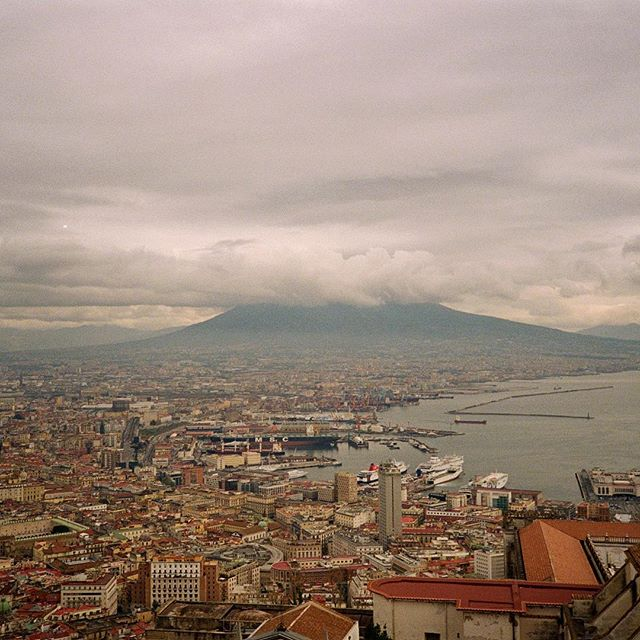 Mount Vesuvius was a little shy, hiding in the clouds. Excited to shoot again on #35mm 🇮🇹