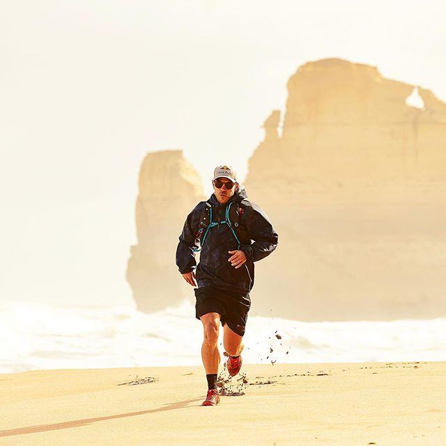 @mrcourtneyatkinson 😲🏃🏻♂️💥@redbullau @redbulladventure  #injust7days #timetoplay 👌🏻 📷@samuel_costin . . . . . . . @visit12apostles #12apostles #running #run #australia #beach #redbull #redbulladventure @canonaustralia #canon @australia