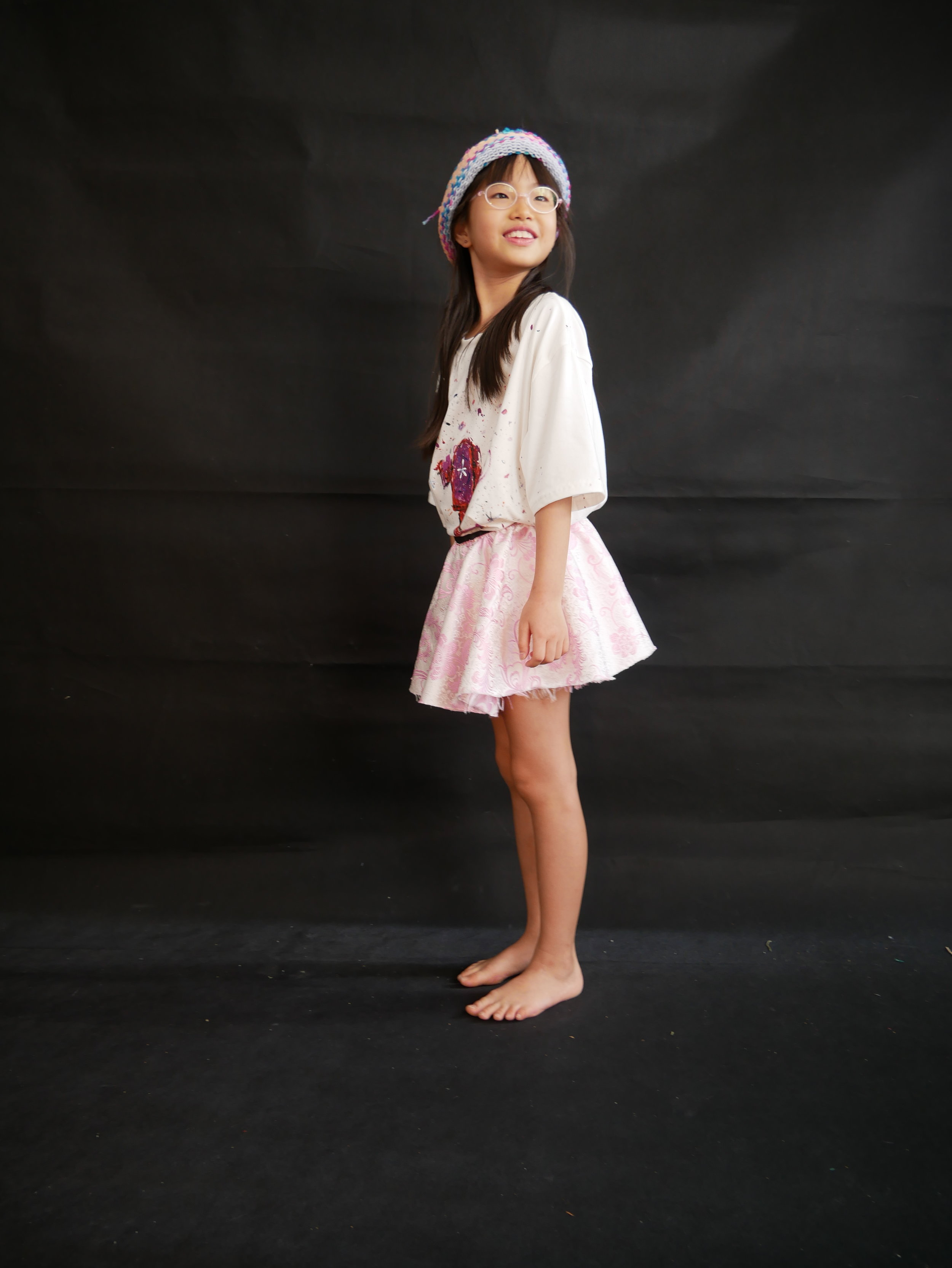 Hi, my name is Caitlin. I am 9 years old. I knit in my spare time. I like fashion and the colour pink.