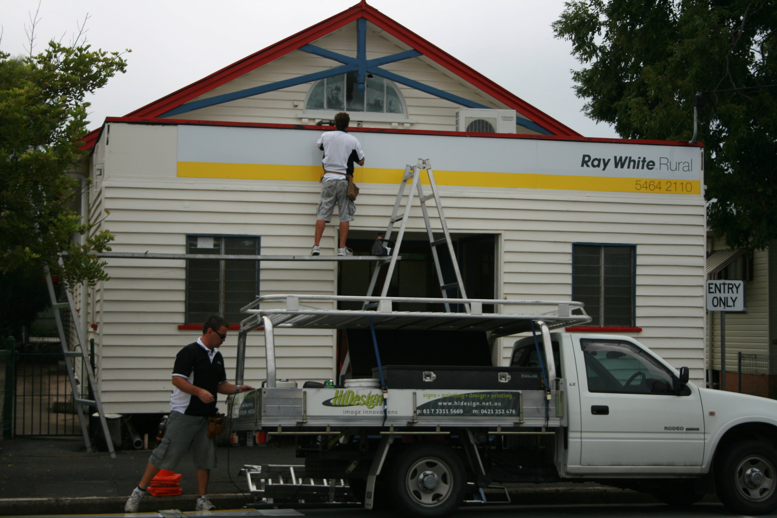 Ray-White-Signage-Brisbane.jpg