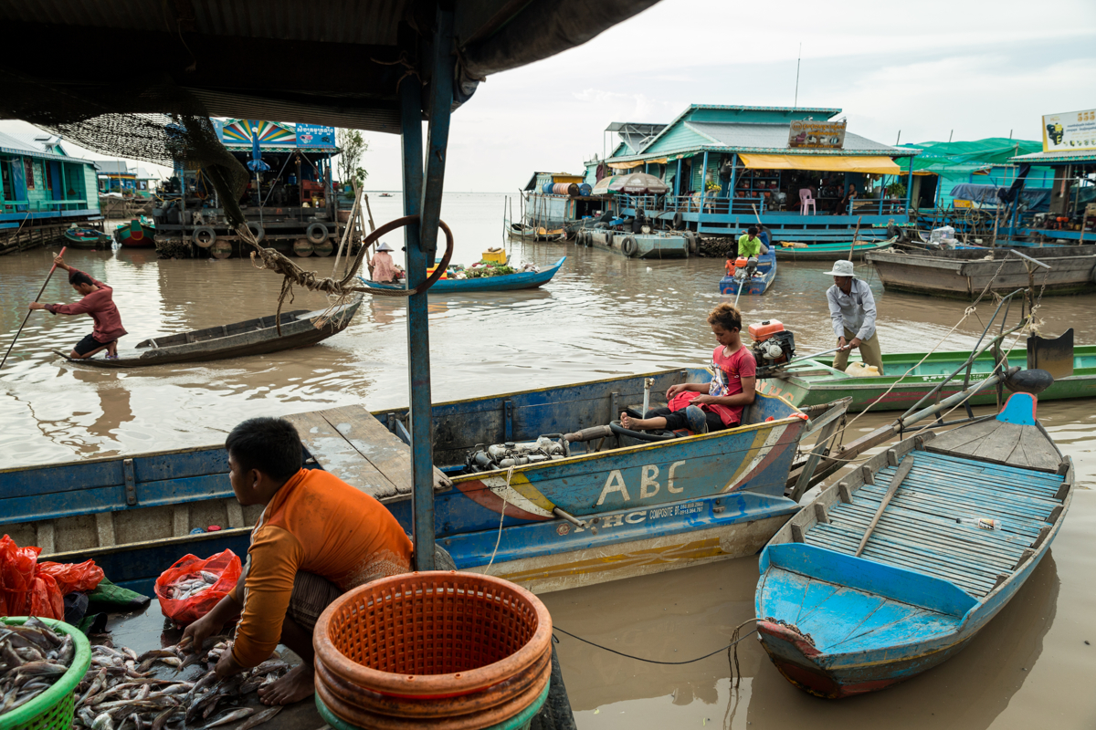 May 26, 2016 - Kampong Loung, Cambodia. Fishermen's catch is generally sold and sorted by traders on floating houses before being shipped out to city's like Phnom Penh. © Nicolas Axelrod / Ruom