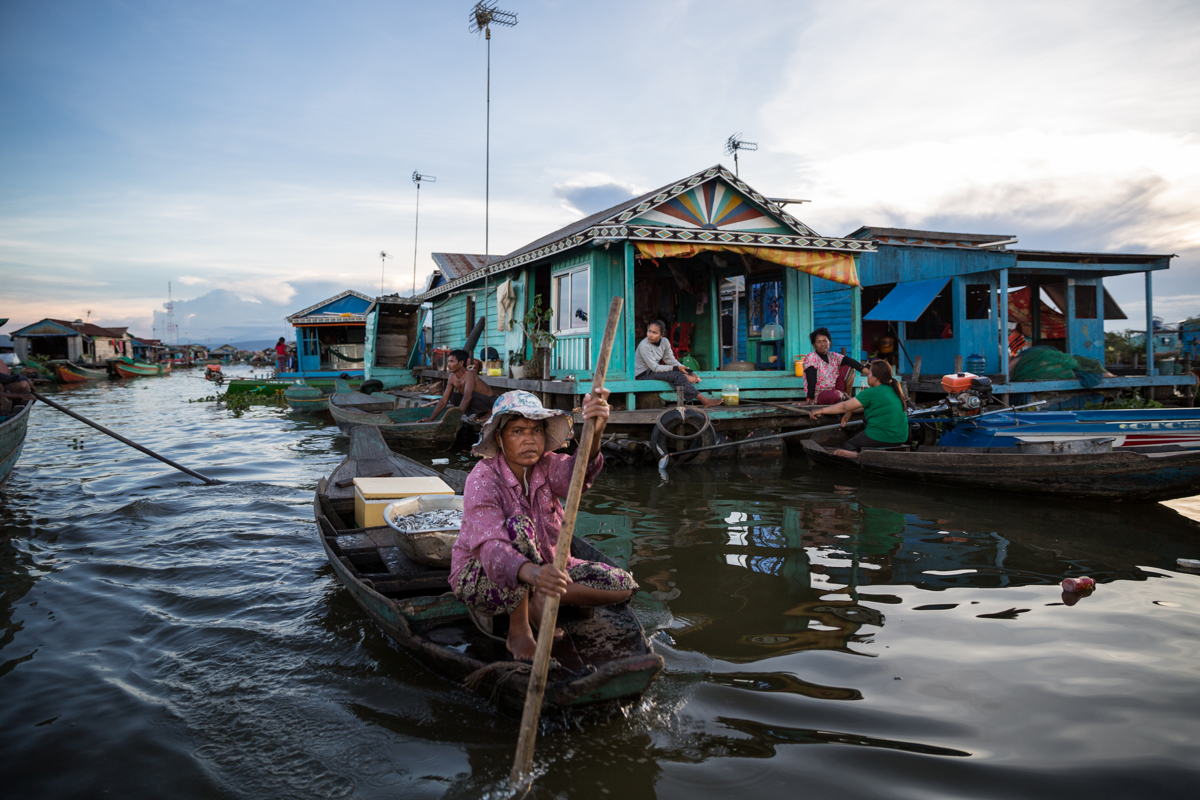 Nov. 21, 2016 - Kampong Loung, Cambodia. Families in the floating village. © Nicolas Axelrod / Ruom