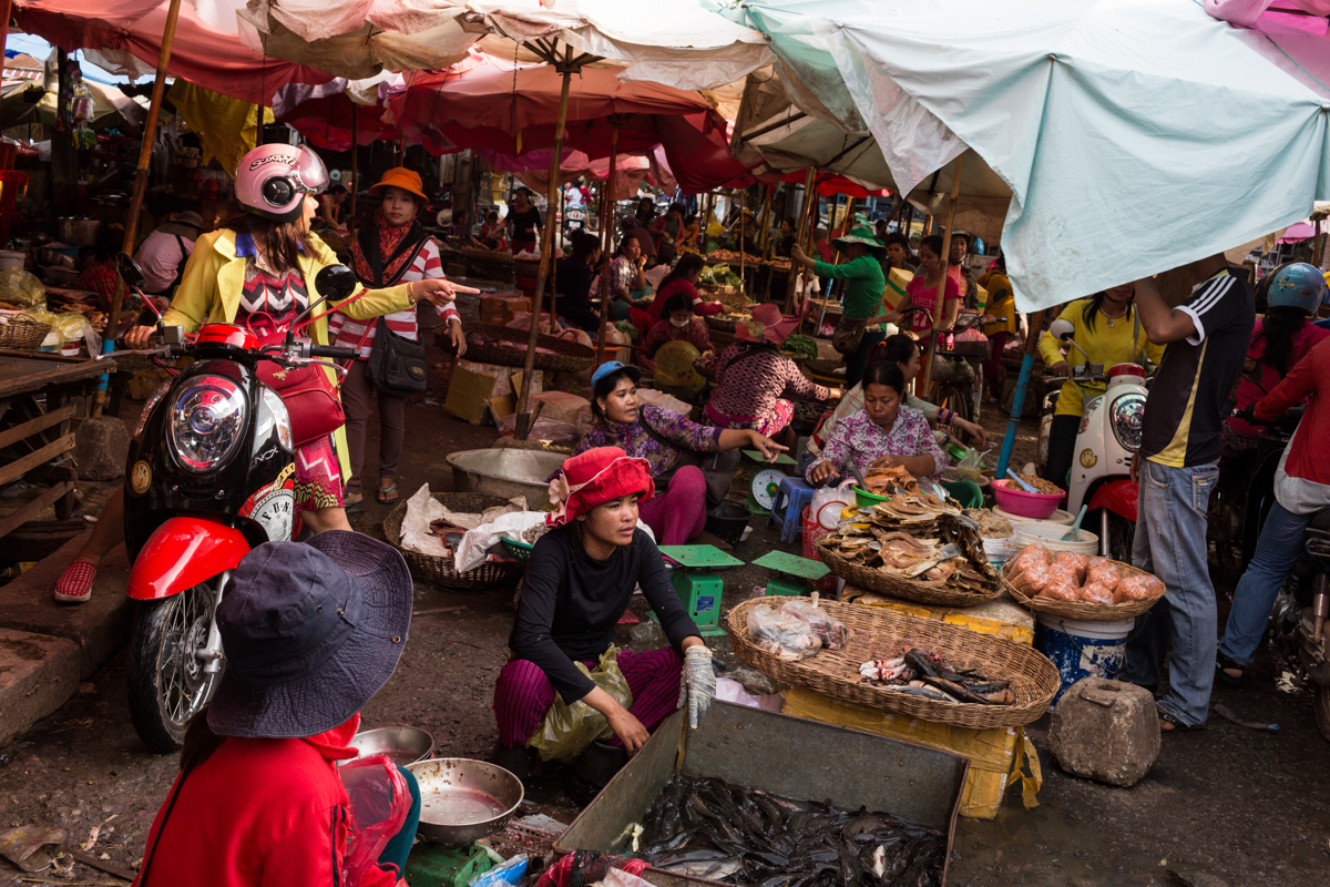 March 28, 2017 - Siem Reap, Cambodia. Phsar Leu Market in the centre of Siem Reap. Though in close proximity to the Tonle Sap the market tends to sell fish from fish farms. © Nicolas Axelrod / Ruom