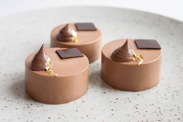 🍫🍫🍫🤤🤤🤤 #dessert #pastry #cake #foodporn #foodlover #patisserie #pastrylife #petitgateau #instayum #callebautinspiremedk #beautifulcuisine #f52grams #feedfeed #hautcuisine #foodphotography #bobedre #kager #konditor #birthdaycake #kagekanape #cakecanapes #petitfours #food52 #bryllupskage #weddingcake #chocolat #konditor