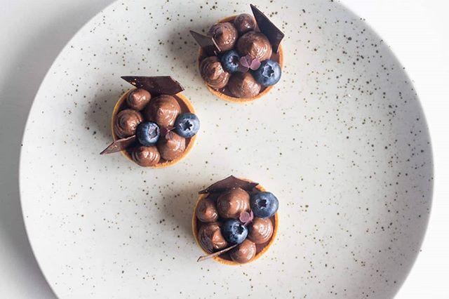 Throwback to these tarts 😍👌 #dessert #pastry #cake #foodporn #foodlover #patisserie #pastrylife #petitgateau #instayum #callebautinspiremedk #beautifulcuisine #f52grams #feedfeed #hautcuisine #foodphotography #bobedre #kager #konditor #birthdaycake #kagekanape #cakecanapes #petitfours #food52 #bryllupskage #weddingcake #chocolat #konditor