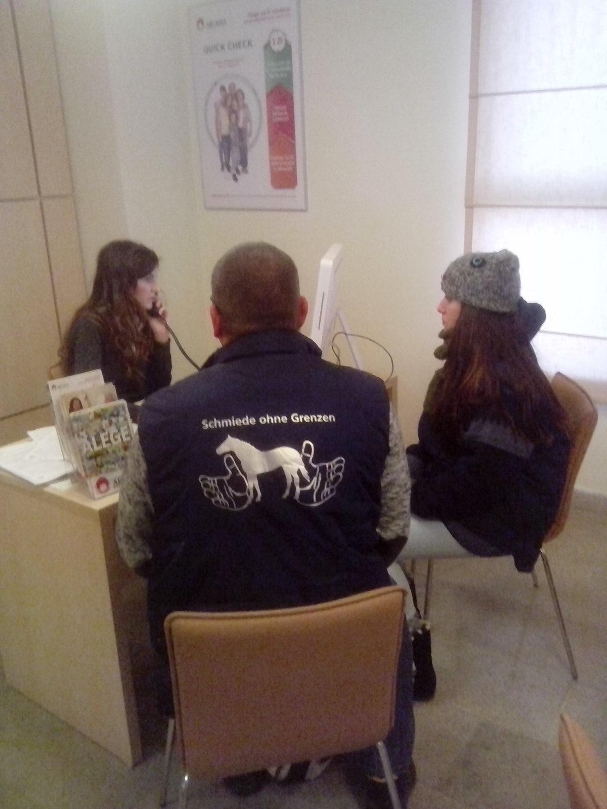 Markus und Ecaterina im Dezember 2014 in einer sozialen Einrichtung in Ostrumänien. Hier sollten wir tatsächlich fachgerechte Hilfe für unser Hilfsprogramm finden.