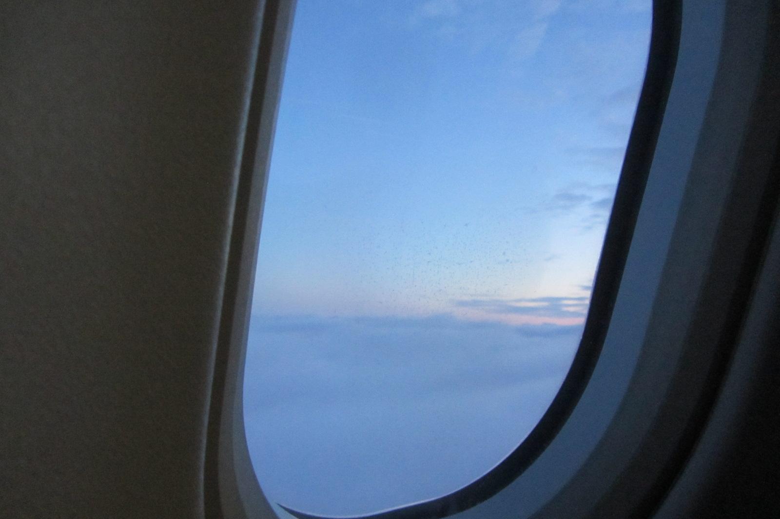 diese Perspektive habe ich dieses Jahr bereits 150 000 km erlebt.     Ständig sitze ich im Flieger (Nein, nicht von Spendengeldern) und schwebe über Wolken.