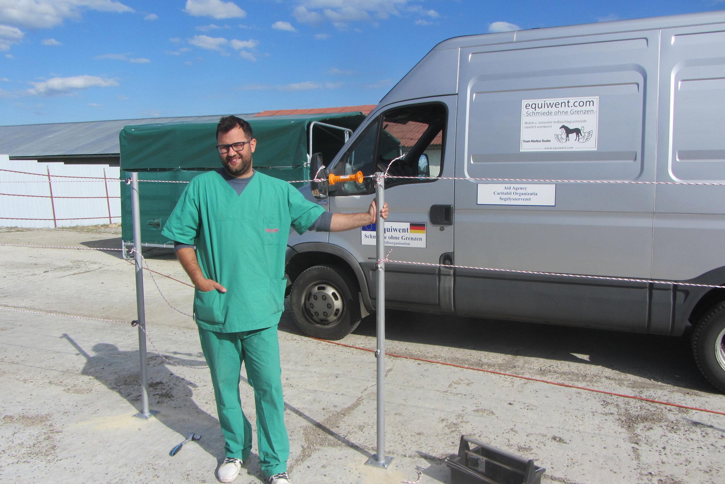 Der Equiwent-Cheftierarzt Dr.med.vet Alexander, er ist nicht nur     ein Arzt auf dem Papier, nein, er lebt seinen Beruf.