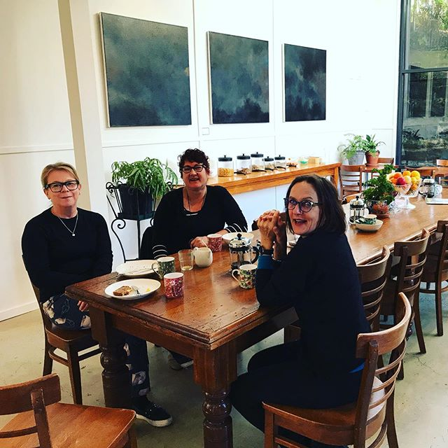 Breakfast time in the light filled contemporary conservatory @theflorancetas with some very happy Melbourne crew in classic black #harvestmarket #tasmaniangourmetkitchen #comtemporaryconservatory #ashgrovedairy #tamarvalleyyoghurt