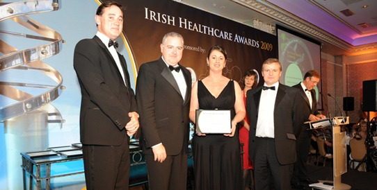"Pictured here at the IMT's Healthcare Awards 2009 for ""Best Use of IT"" is (left to right): Howard Beggs of Helix Health (Sponsors) presenting the Commendation Award to Dermot Cullinan – IT Manager St. Vincent´s Healthcare Group, Martina Corcoran – Project Manager, St. Vincent´s Healthcare Group and Terry Byrne – Managing Director of Grapevine Solutions Ltd."