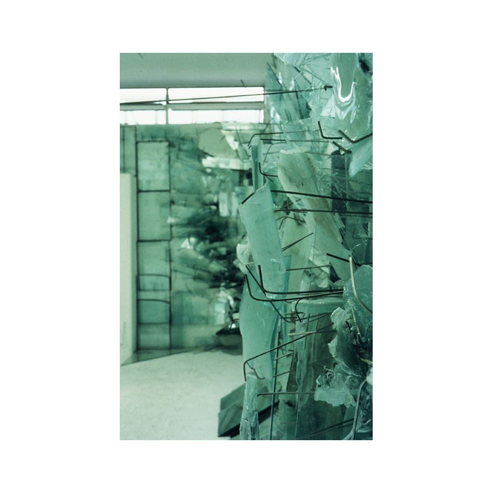 08_Seas_sheet and kiln formed glass_600 cm x 400cm x 500 cm _temporary installation_MA_London_1991_email.jpg