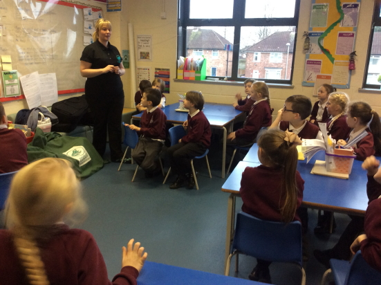 We are delighted to Zoolab back to Broad Square! This time year 4, 5 and 6 got to see all there wonderful animals.