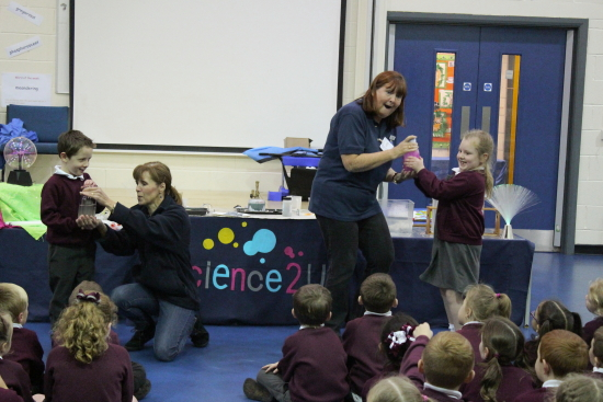 The wormen from Science2U where with us today showing us the wonders of light and colours in it's many different forms.