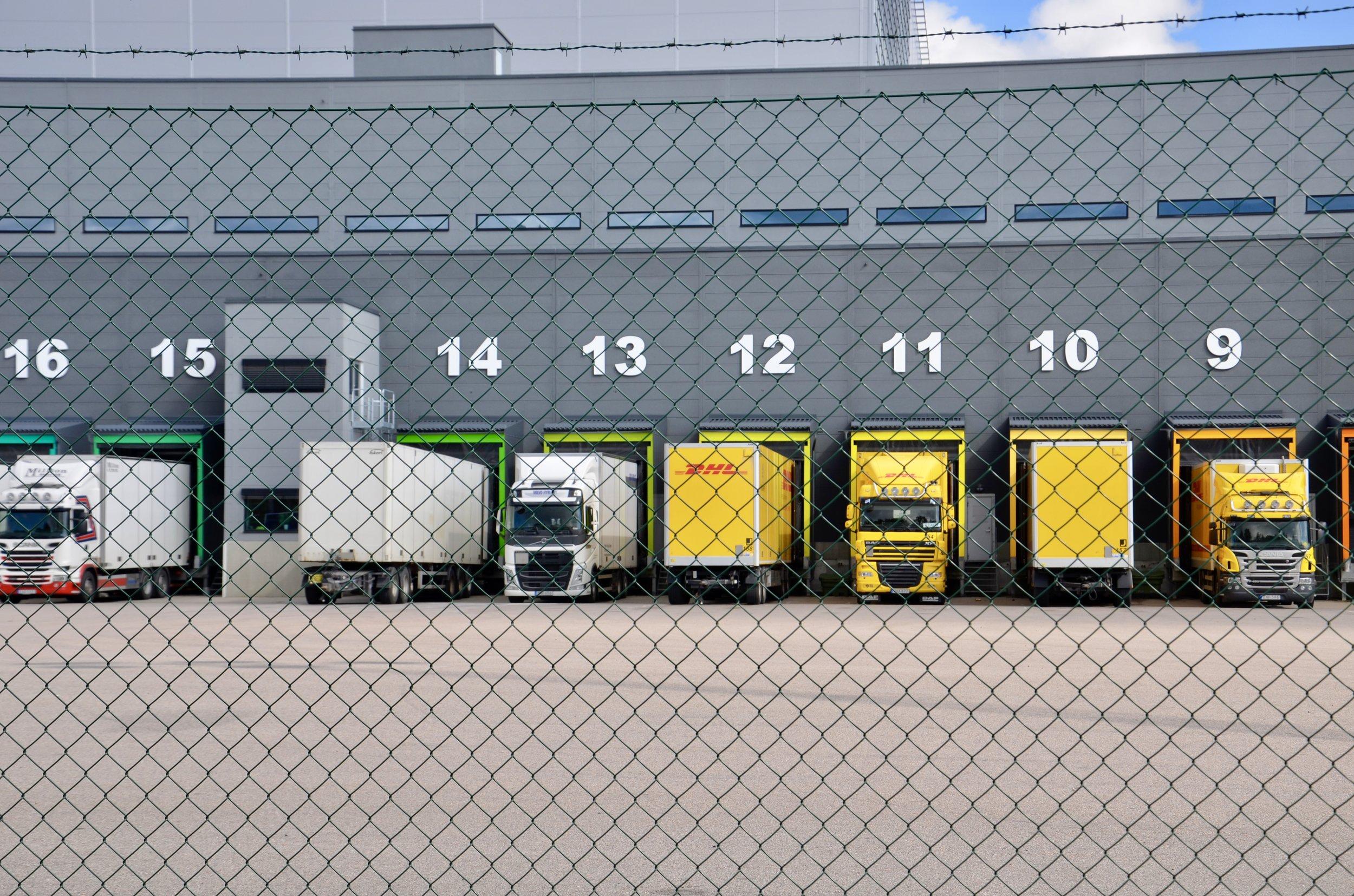 GODSTRAFIKEN - alla anonyma godstransporter  Vad innehåller de? Varifrån kommer de? Vart är de på väg?  Vi vill, genom att visa vad som transporteras och vilken nytta godset gör för Sverige, skapa opinion för satsningar på spårbunden godstrafik i inlandet.