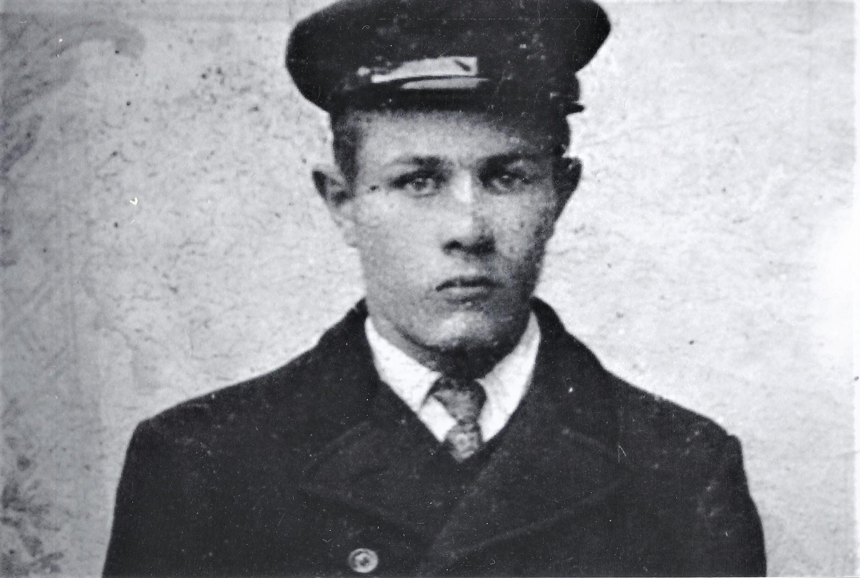 Nils Wassether f. 1887, er far til Trygve f.1927. Han og familien bodde på Wassetra ved Dolmsundet.