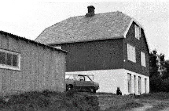 Butikken på Solstad som ble bygd i 1948. Butikken holdt til i sokkeletasjen, mens familien bodde i andre etasje.